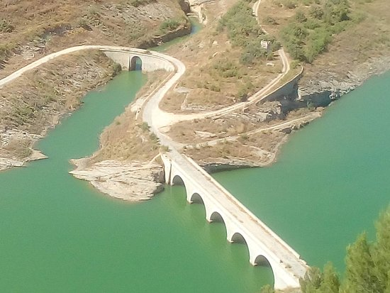 Andalucian Laketours: Old bridge - boat goes under this to far end of lake