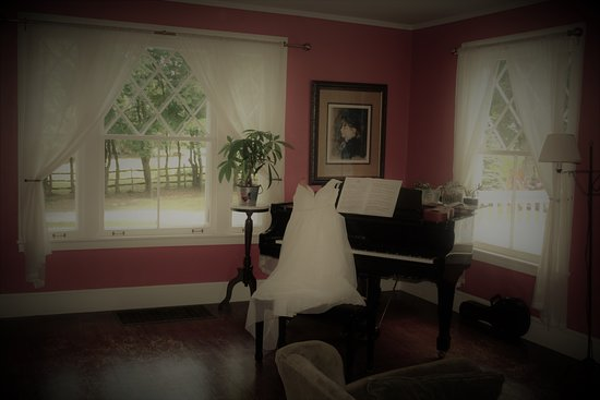 Avon, Estado de Nueva York: One of several rooms the bride has access to.
