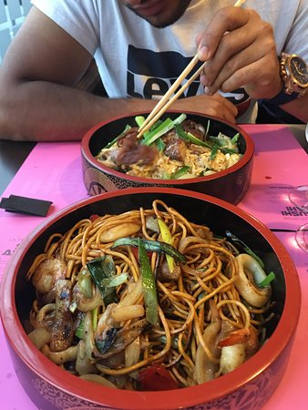 Le Blanc-Mesnil, France: Seafood yakisoba &duck rice
