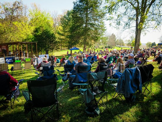 Brookneal, Wirginia: Bluegrass, Barbecue, and Brew Festival
