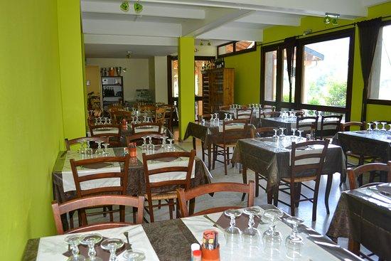 Saint-Jean-Saint-Nicolas, France: salle de restaurant