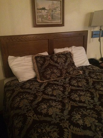 Paradise, Kalifornien: Where do you put the decorative pillow that doesn't dirty your sleeping pillows?