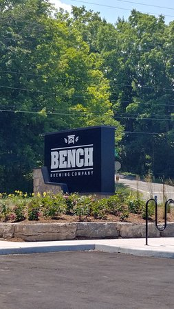 Beamsville, Canada: Big Sign on the Road for BENCH Brewing