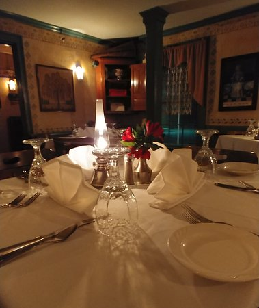 YE OLDE TAVERN: Join us for a historic meal in our Colonial Room.