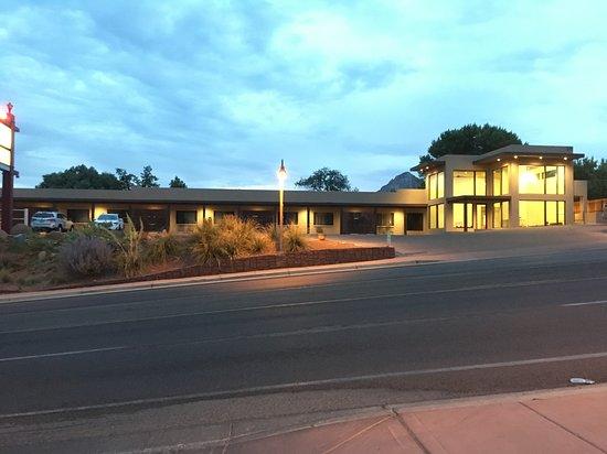Sedona Motel: The motel exterior