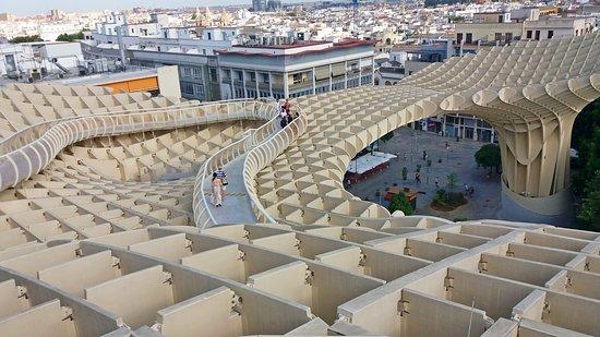 """Plaza Mayor: Słynny """"PARASOL"""" z góry"""