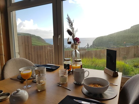 Aird Uig, UK: breakfast with a view