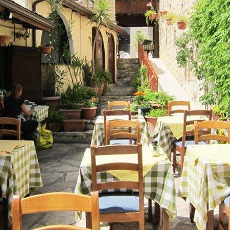 Hide-Away Restaurant: photo0.jpg