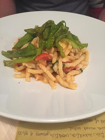 Pazza Marea: Fusilli pasta with sweet green peppers