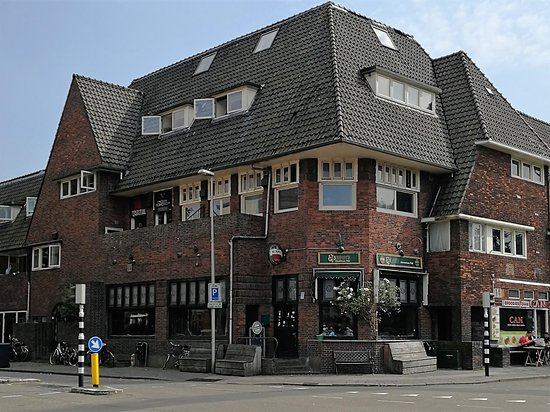 "Murphy's Adventure Pub , located 100 meters from train station ""Naarden-Bussum"""