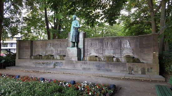 Klaus Groth Denkmal