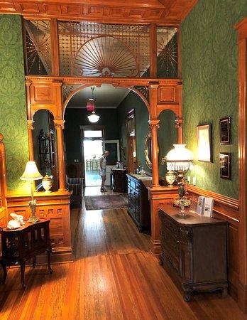 Arkadelphia, Арканзас: Main first floor hallway as seen from main entry