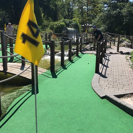 Golden Putter Mini Golf