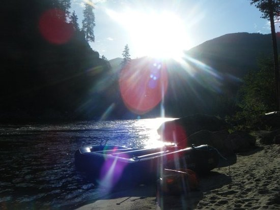 Salmon River Rafting: camp on the Salmon RIver