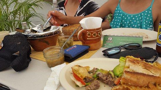 Las Cazuelas del Don : Torta con queso y cazuela de carne