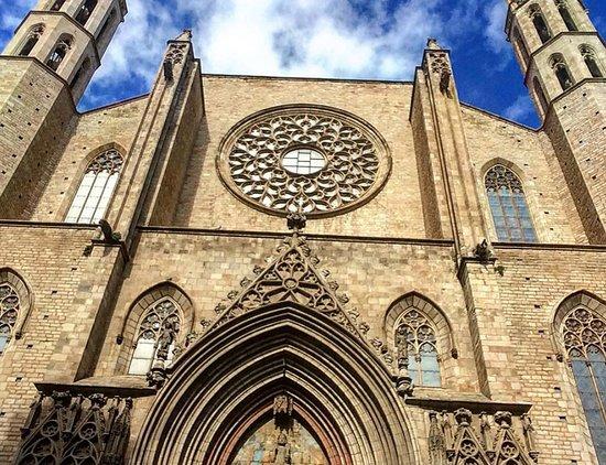 มหาวิหารเซนต์แมรีออฟเดอะซี: Basilica espectacular y gotico.