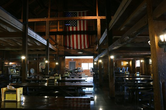 Center Ossipee, NH: Inside the Pizza Barn