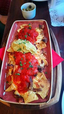 Tafarn y Gader Tapas, Bistro & Bar: Best nachos I've tasted!!