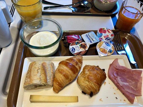 Cointrin, سويسرا: Breakfast!
