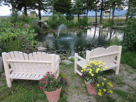 Bonners Ferry Log Inn: a beautiful pond and waterfall out front