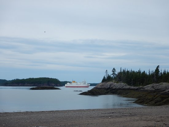 Blacks Harbour, Kanada: Ferry to Grand Mana from the beach at Pea Point