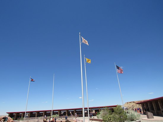 Teec Nos Pos, AZ: State flags inside the monument area