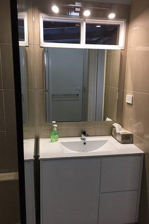 Moama, Australia: New bathroom downstairs