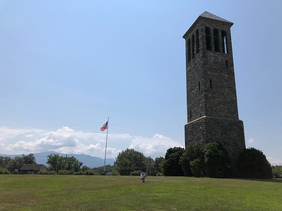 Luray, Virginie : The tower and flag showing the openness of the space