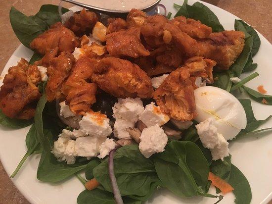 Southampton, PA: salade grecque au poulet sauce buffalo - très épicé!