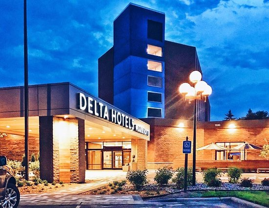 Delta Hotels Minneapolis Northeast Exterior At Night
