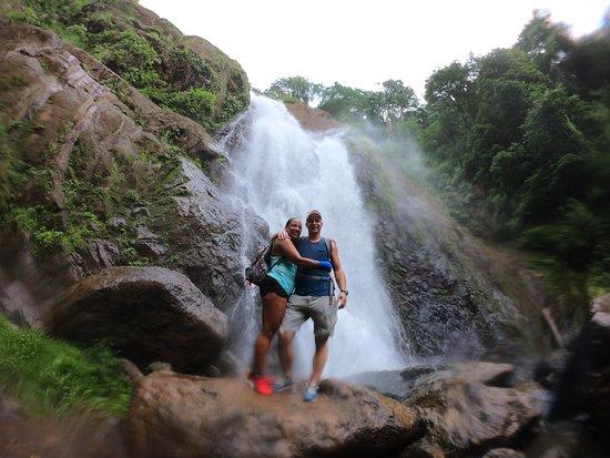 Tortuga Surf School: Hiking to the waterfall!