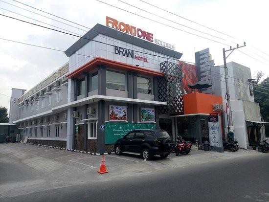 FRONT ONE BOUTIQUE BRANI SOLO (Indonesia) - Ulasan & Perbandingan Harga  Hotel - Tripadvisor