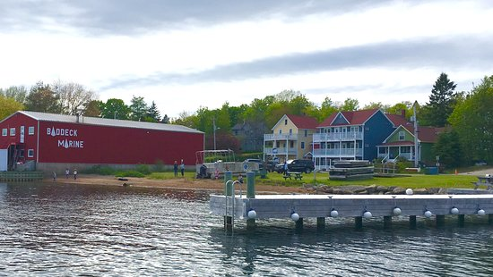 The gallery is in the yellow/blue buildings across the street from Baddeck Marine