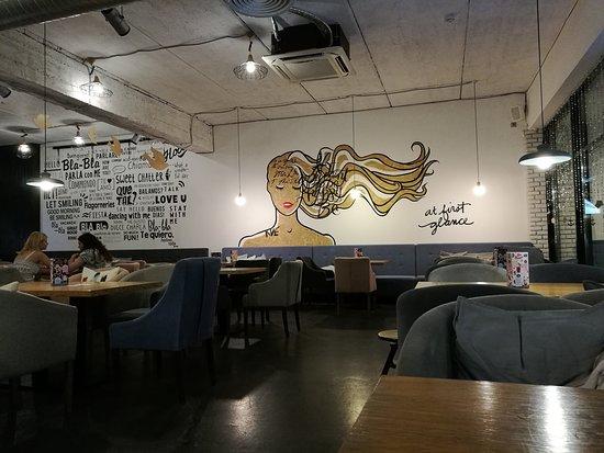 Bla-Bla Cafe: Интерьер кафе