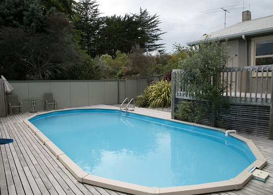Mapua, New Zealand: Quince Cottage-Shaed swimming pool
