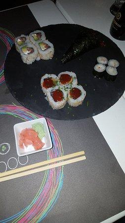 Spicy tuna crunch y smoke roll fotograf a de bamboo sushi bar el puerto de santa mar a - Sushi puerto santa maria ...