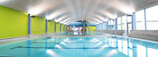 Euskirchen, Niemcy: Sportbad mit Lehrschwimmer-, Schwimmer- und Babybecken.