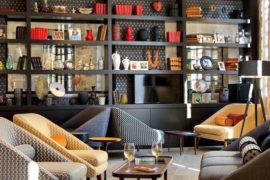 Mobilier contemporain - Picture of Lounge Bar des Remparts, Aigues ...