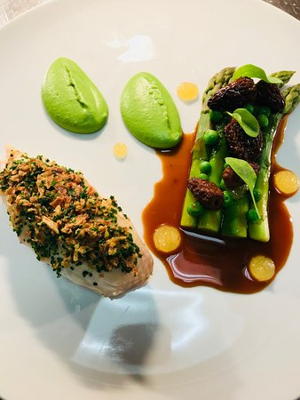 The Clubhouse: chicken main course with asparagus & morels