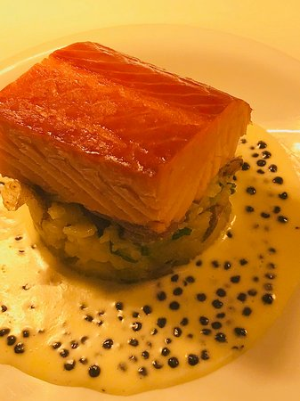 The Clubhouse: smoked salmon, jersey royals & caviar