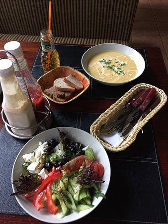 Elektrenai, Litvanya: Греческий салат и суп-пюре из тыквы