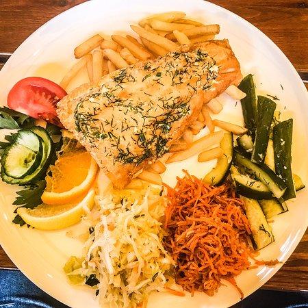 Sobieszewo, Poland: Zupa rybna i dorsz z frytkami