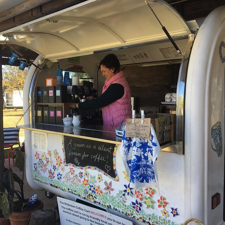 Rolleston, أستراليا: Great coffees served in a lovely town park setting