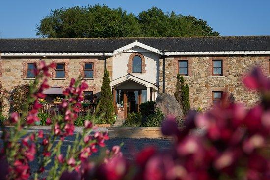 Newgrange Lodge: View of the building