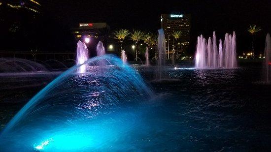Friendship Fountain: 20180717_214242_large.jpg