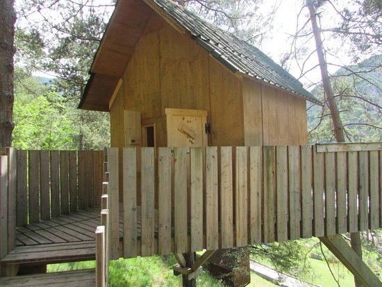 Claut, Itália: La casetta dove abbiamo dormito...apri la porta d ingresso e c è il bosco..