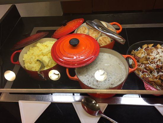 Hyatt Place Tampa Airport/Westshore : scramble, biscuits, sausage gravy