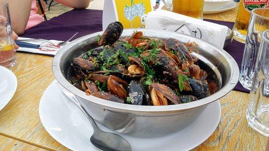 Lozenets, Bulgaria: Mussels wih marinara sauce