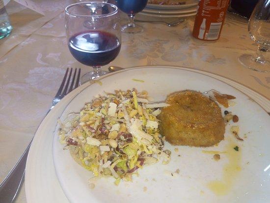Ristorante Il Cerro: Tortino al tartufo e insalatina mista