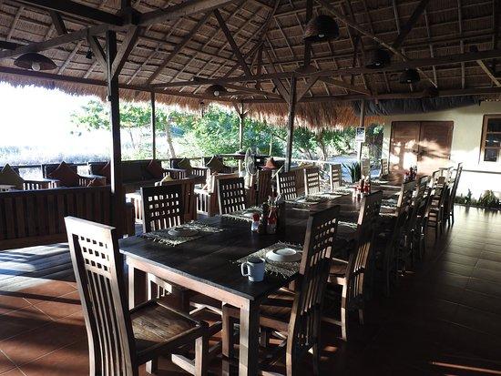 Alor Divers Eco Resort : salle a manger